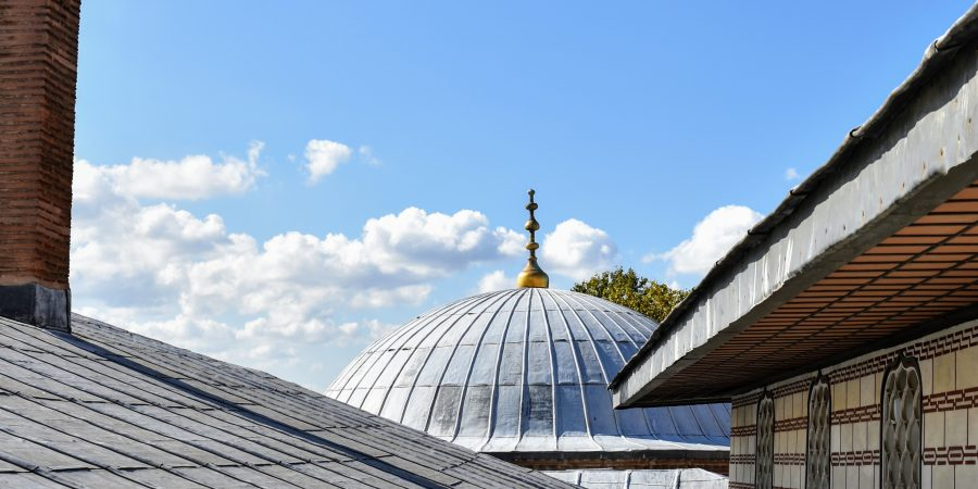 pauline o4ibKp1ZlGw unsplash 900x450 - Installing Lightweight Steel Roof with Earth, Ceramic, And Concrete Tiles